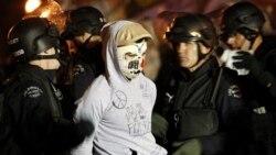 پلیس امریکا معترضان جنبش اشغال وال استریت را دستگیر می کند
