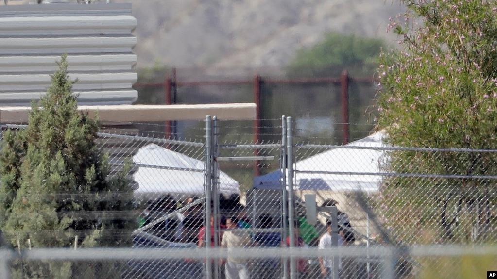德克薩斯州分別羈押非法移民兒童和成年人的設施