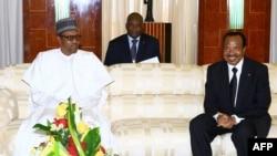 Les Présidents Camerounais Paul Biya (à droite) et nigérian Muhammadu Buhari (à gauche), au Palais présidentiel à Yaoundé, au Cameroun, le 29 Juillet 2015. (AFP)
