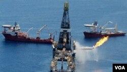La petrolera británica logró controlar y detener el flujo de crudo al océano y ahora solo queda esperar que el domo permanezca en su lugar y resista la presión.