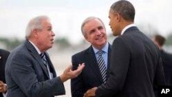 Los alcaldes de la ciudad de Miami, Tomas Regalado (izquierda), y del condado Miami-Dade, Carlos Giménez, se oponen a los planes del gobierno del presidente Obama de permitir un consulado cubano en Miami.