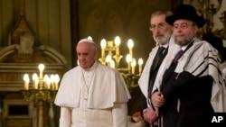 Paus Fransiskus (kiri). (Foto: dok.)
