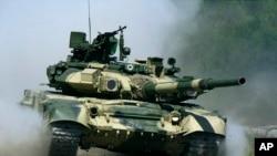 آنها به تلاش برای انتقال کلاههای ایمنی تانکهای روسی و نقض تحریم آمریکا علیه جمهوری اسلامی متهم شده اند.