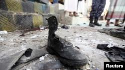 也門警察調查7月6日炸死兩名軍人的現場。