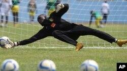 Chikwata cheCaps United ndicho chakatora mukombe weZimbabwe National Army Charity Shield mwaka wapera.
