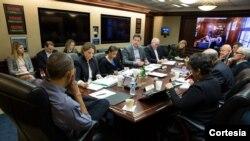 El presidente Obama instó a los miembros de su equipo de seguridad a hacer todo lo que sea necesario para seguir protegiendo al pueblo estadounidense. [Foto: Cortesía, Casa Blanca].