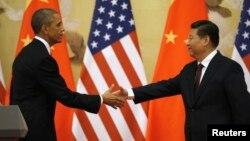 2014年11月12日人民大会堂: 美国总统奥巴马(左)和中国国家主席习近平握手