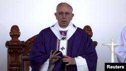 El papa Francisco hizo el comentario durante su viaje de regreso a Roma, en respuesta a la pregunta de un periodista.