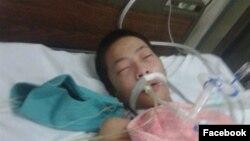 Em Đỗ Đăng Dư, 17 tuổi, hiện đang trong tình trạng hôn mê nguy kịch.