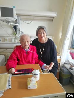 2018年8月8日高瑜等在北京医院探视毛泽东兼职秘书李锐 (高瑜 推特照片)