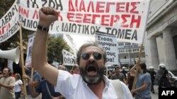 Demonstracije u Atini pretvorile su se u žestoke sukobe demonstranata sa policijom, u kojima je upotrebljen i suzavac