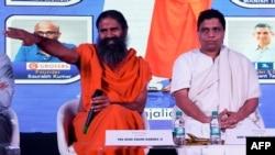 Indian guru Baba Ramdev (L) and Patanjali Ayurveda Managing Director Acharya Balkrishna, are seen during a press conference in New Delhi, India, Jan. 16, 2018.