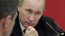 12일 모스크바에서 각료들과 회의 중인 블라디미르 푸틴 러시아 대통령. (자료사진)