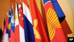 Trung Quốc nói muốn hợp tác và đối thoại với bộ quốc phòng các nước ASEAN để cùng bảo đảm hòa bình, ổn định khu vực, nhưng né tránh đề cập đến vấn đề Biển Đông.