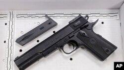 Senjata mainan yang dipegang oleh Tamir Rice sebelum ditembak polisi di Cleveland, Ohio, Sabtu (22/11).