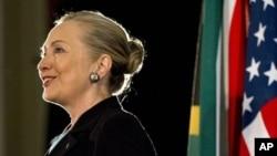 8일 남아프리카공화국 웨스턴 케이프 대학에서 연설한 힐러리 클린턴 미 국무장관.