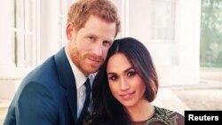 Pangeran Harry dan Meghan Markle pada saat foto resmi acara pertunangan mereka di istana Windsor, Inggris 17 Desember lalu.