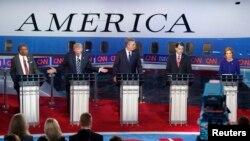 Kandidat Capres AS dari Partai Republik, dari kiri ke kanan: Dr. Ben Carson, pengusaha Donald Trump, mantan Gubuernur Florida Jeb Bush, Gubernur Wisconsin Scott Walker, dan mantan CEO HP Carly Fiorina dalam debat di Perpusatakaan Presiden Ronald Reagan di Simi Valley, California, AS (16/9).