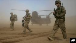 ایالات متحده در حال حاضر حدود ۸۴۰۰ سرباز در افغانستان دارد.