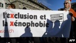 Warga di Bern, Swiss melakukan protes anti Xenophobia atau ketakutan terhadap warga asing dan imigran (foto; ilustrasi).