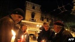 Greqi, shtohen vetvrasjet për shkak të krizës