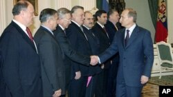 Russian President Putin, right, greets leaders in the outgoing lower house of parlament — Pekhtin is fifth from left — the Kremlin, Moscow, Dec. 11, 2003.