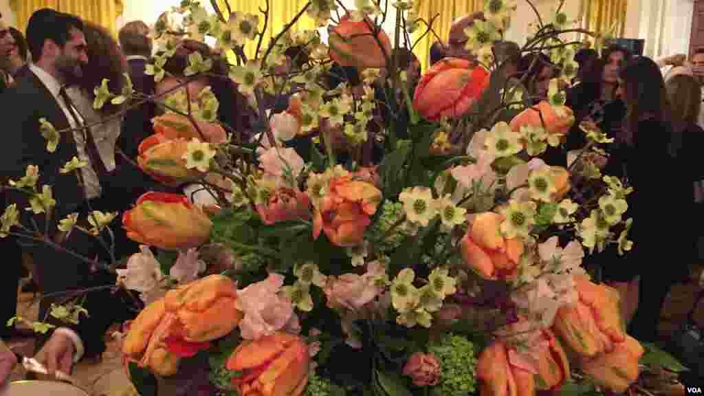 در مهمانی های کاخ سفید همیشه توجه خاصی به گل آرایی و حضور گل در مراسم می شود.