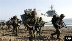 Các chiến hạm Nam Triều Tiên thực hiện các đợt diễn tập bắn đạn thật ở Hoàng Hải, chưa đầy một tuần sau khi Seoul tổ chức một cuộc thao dượt quy mô lớn để đánh dấu ngày bị Bắc Triều Tiên tấn công