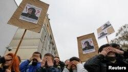 Wanaharakati wa Ukraine nje ya wizara ya maswala ya ndani mjini Kyiv, Aprili 14, 2014