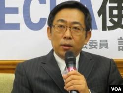 台湾陆委会企划处处长 杨家骏(美国之音记者 张永泰拍摄)