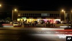 星期二晚,弗格森街头只有为数不多的抗议者。