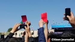 Təbriz əhalisi prezident Ruhaniyə qırmızı kart göstərir (May 2015)