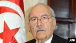 Chủ tịch quốc hội Foued Mebezza tuyên thệ nhậm chức Tổng thống tạm quyền của Tunisia, tại Tunis, ngày 15 tháng 1, 2011