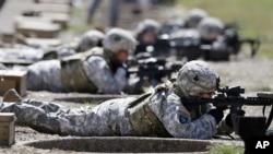 美軍女兵接受射擊訓練(資料圖片)