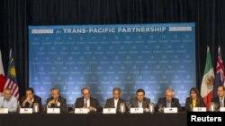 រដ្ឋមន្ត្រី១២ប្រទេសសមាជិកកិច្ចព្រមព្រៀង TPP ជួបជុំគ្នានៅកោះហាវ៉ៃ កាលពីថ្ងៃទី៣១ ខែកក្កដា ឆ្នាំ២០១៥។