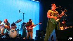 FILE - Brittany Howard, Zac Cockrell, Heath Fogg, Steve Johnson and Ben Tanner with Alabama Shakes performs at Verizon Wireless Amphitheatre at Encore Park in Atlanta, Georgia, Aug. 21, 2015.