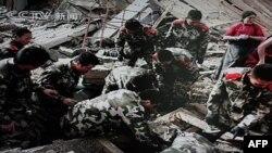 На месте землетрясения в провинции Цинхай 14 апреля 2010г.