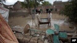 22일 파키스탄 북부에서 집중호우로 물에 잠긴 주거지.