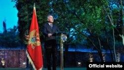 Crnogorski premijer Milo Đukanović govori na prijemu povodom Dana nezavisnosti Crne Gore (Biro)