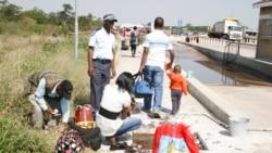 Abantu beZimbabwe Abayiziphepheli Kwele Botswana Bathi Kabakacabangi Ngokuya Ekhaya