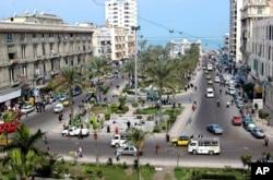 Vue sur l'ancienne place Mansheyya, au centre-ville d'Alexandrie, le 27 février 2007.