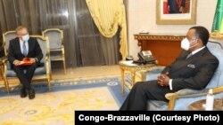Président Denis Sassou N'Guesso na masolo na DG ya ENI Congo Alessandro Puliti na Brazzaville, Congo, 1er octobre 2020. (Twitter/Présidence Congo-Brazzaville)
