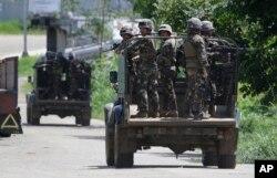 지난해 6월 필리핀 마라위시에서 필리핀군들이 순찰하고 있다. (자료사진)