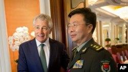 美国国防部长哈格尔5月31 日与中国军队副总参谋长王冠中会晤