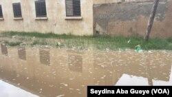 A Dakar Banlieue, les maisons sont envahies par les eaux, le 9 septembre 2019. (VOA/Seydina Aba Gueye)