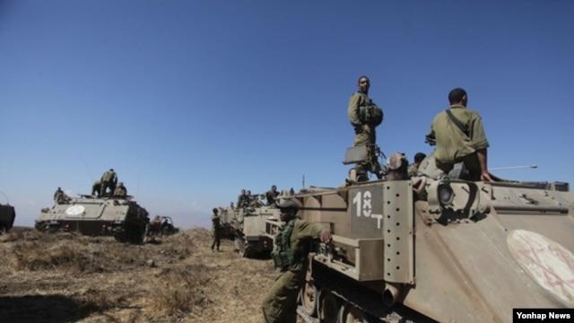 Tank-tank Israel disiagakan di dataran tinggi Golan setelah sebuah peluru mortir dari Suriah jatuh di wilayah itu (11/11).