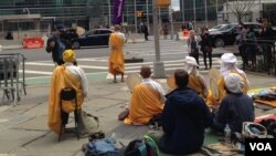 Demo damai anti-proliferasi nuklir di depan gedung PBB di New York City.