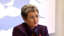 Lunacek: Serbia të shpërbëjë strukturat në veri të Kosovës