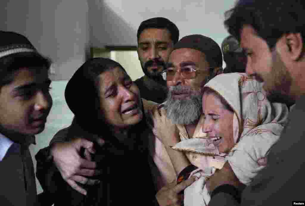 کراچی میں پولیو کی رضاکار خاتون نسیمہ بی بی کی ہلاکت کے بعد اہل خانہ غم سے نڈھال