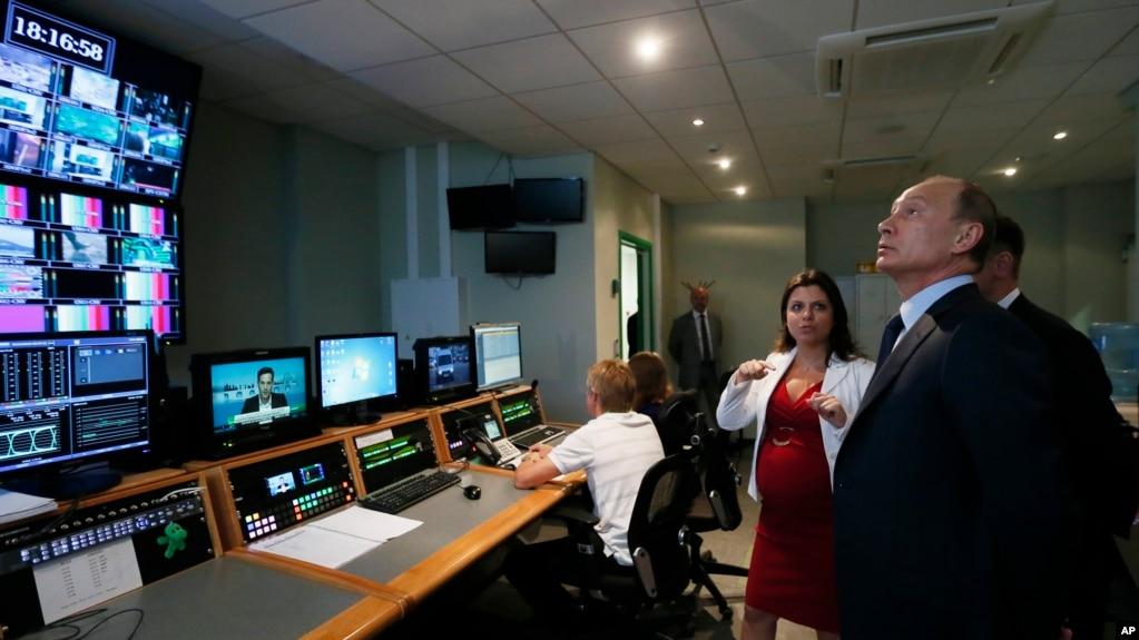 """Президент Путин во время посещения офиса телеканала """"Россия сегодня"""". 11 сентября 2013"""